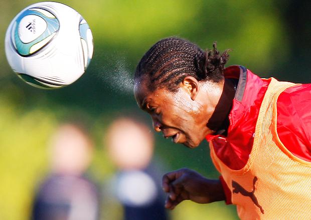 Отбивание мяча головой, Head hitting, Відбивання м'яча головою