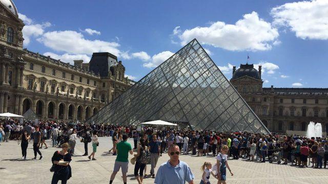 В Лувре