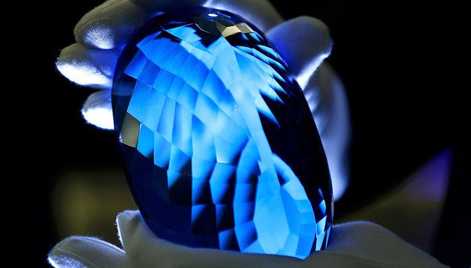 синий топаз, blue topaz, синій топаз