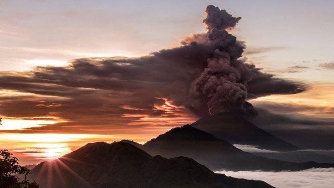 In Bali wachte der Vulkan Agung auf