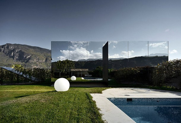 незвичайні будинки - дзеркальний будинок